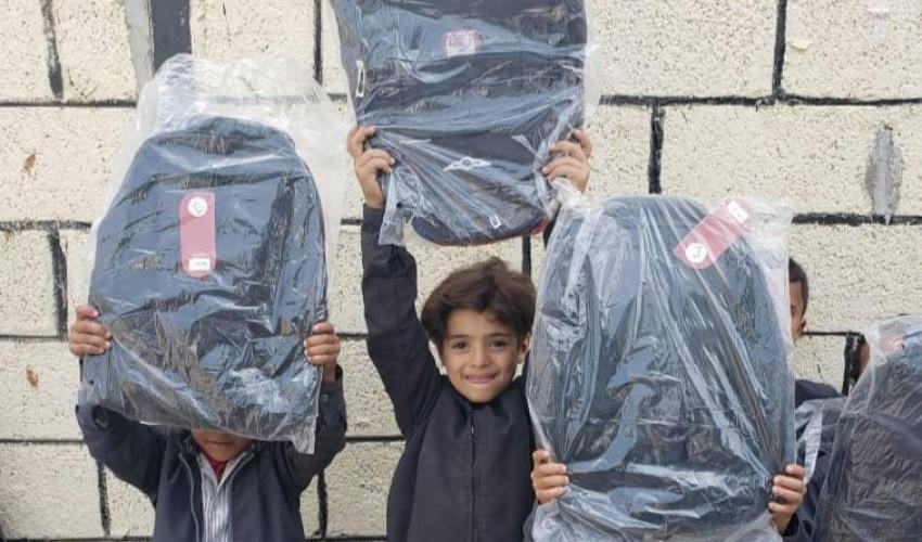 يمن موبايل تختتم مشروع توزيع الحقيبة المدرسية