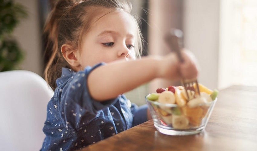 الاطعمة المناسبه لطفلك في فصل الصيف