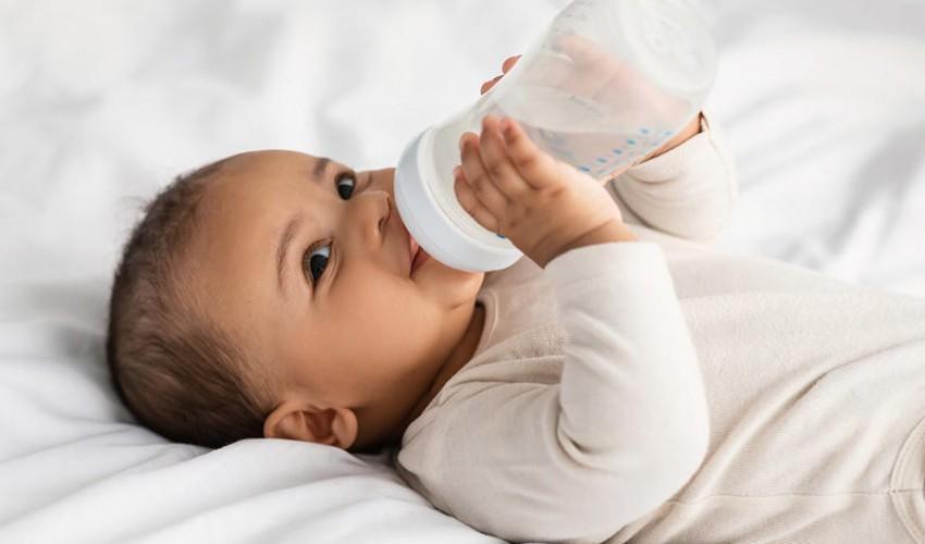 فوائد شرب الماء للرضيع..وأضراره