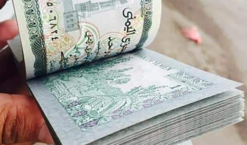 قفزة ذهبية للريال اليمني أمام الدولار في صنعاء واسعار الصرف تسجل ارتفاع قياسي في عدن