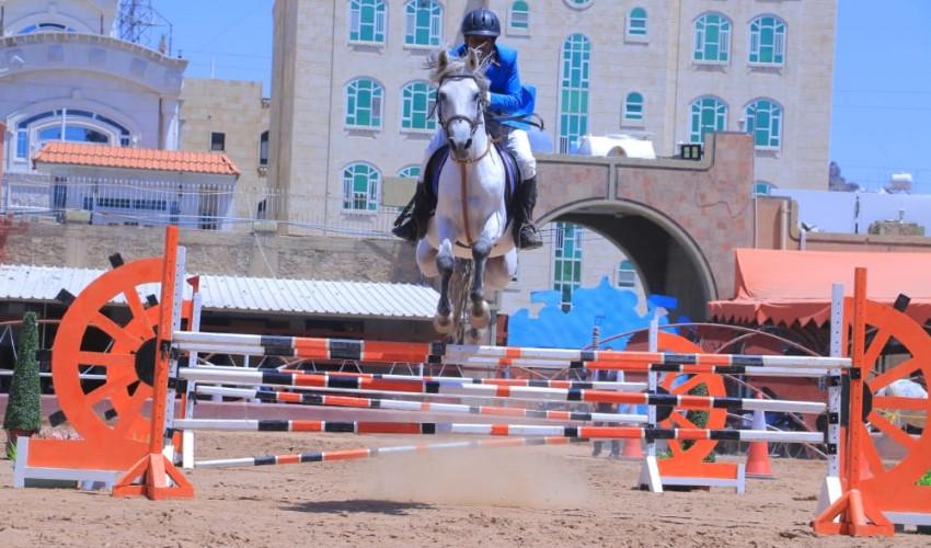 تواصل منافسات بطولة ثورة 21 سبتمبر للفروسية لقفز الحواجز .. علاء شليل يخطف لقب الناشئين والطويل ثانياً