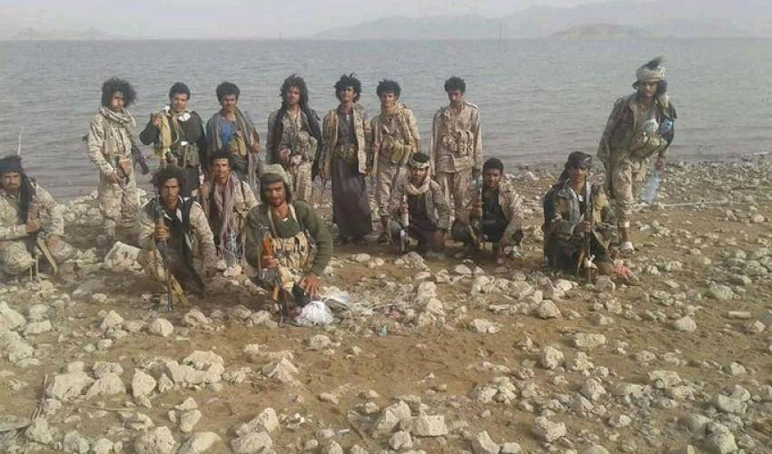 شاهد بالفيديو .. قوات الحوثي تحكم سيطرتها النارية على سد مأرب و 3 كيلو مترات تبعد مقاتلي الجماعة عن مدينة مأرب ( فيديو )