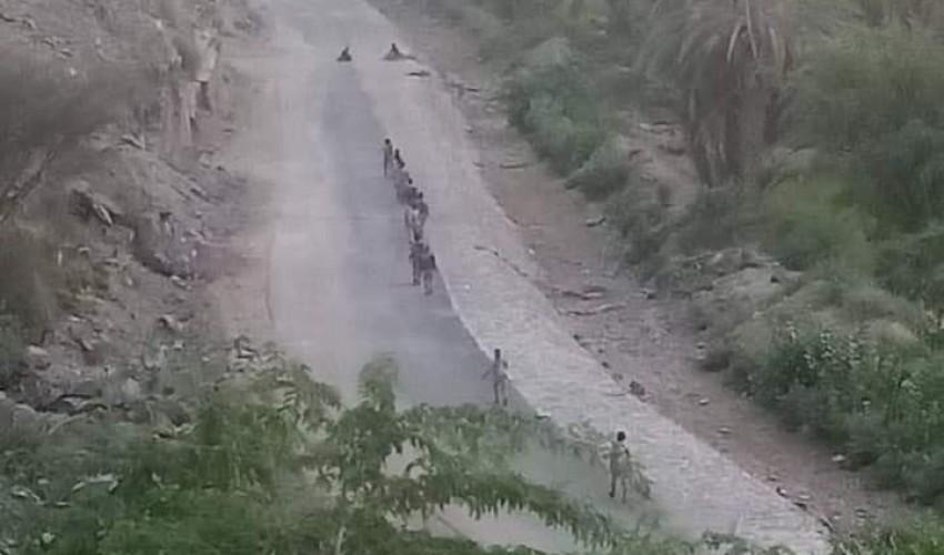 شاهد بالصورة .. لحظة دخول قوات الحوثي  إلى  مركز مديرية بيحان بشبوة  ( صور )
