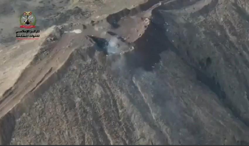 شاهد .. أول فيديو يؤكد سيطرة قوات الحوثي على كامل عقبة ملعاء واقتراب مقاتلي الجماعة من مدينة مأرب ( فيديو )